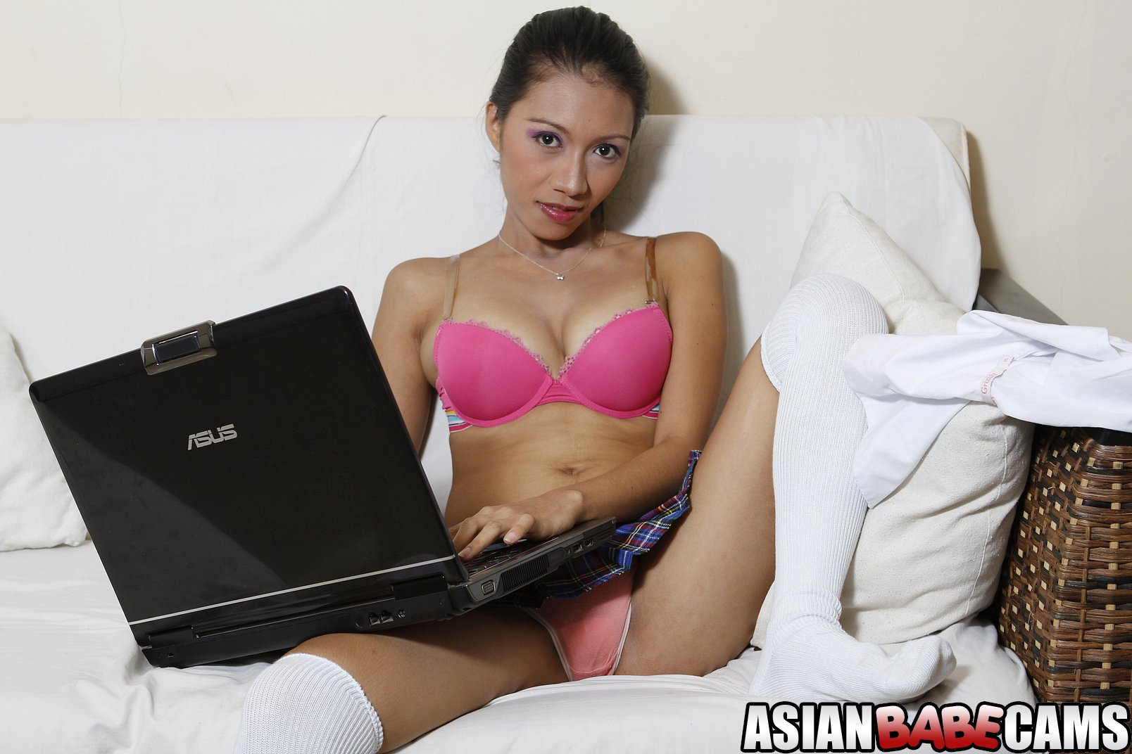 AsianBabeCams Leah Sexy Leah getting nude for you Live