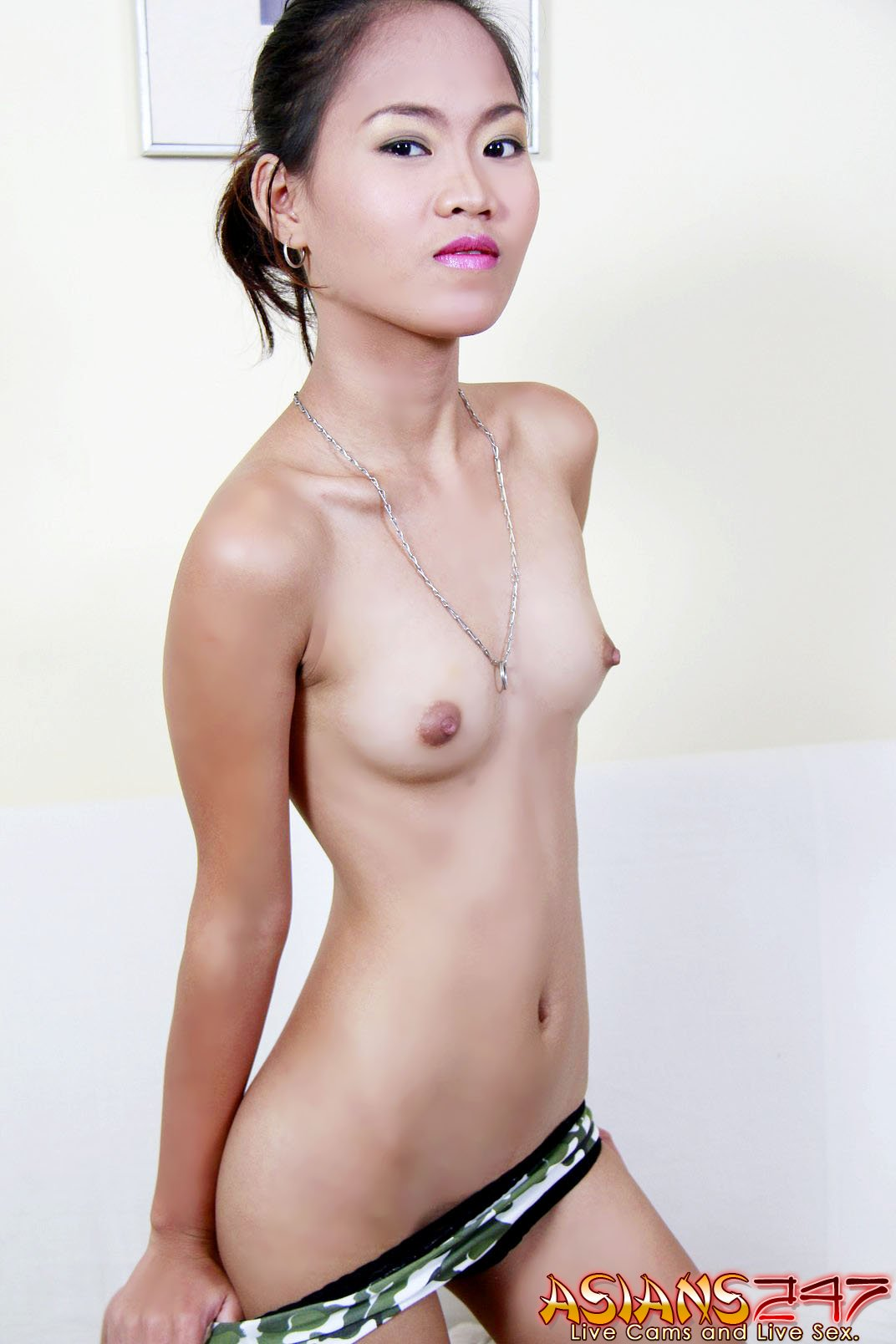 Djessy In Thin Asian Girl Naked Outside