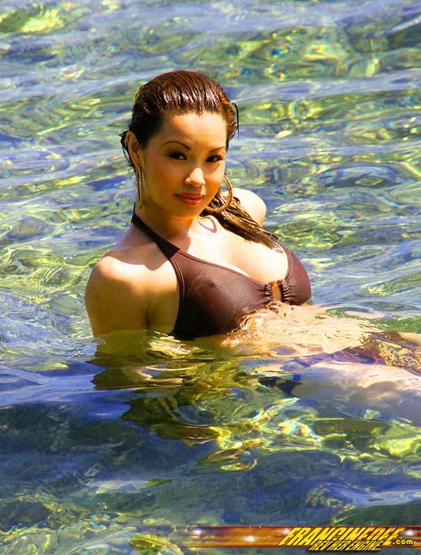 francinedee wet bikini babe at the beach