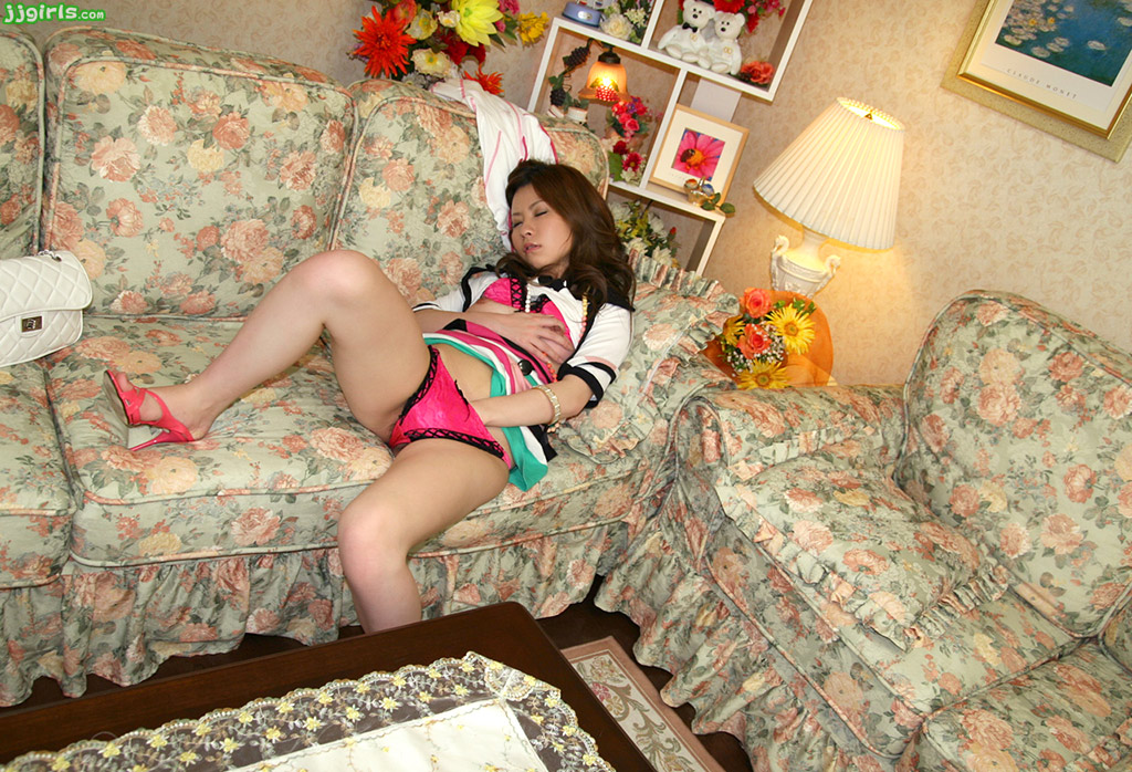 image Asian amateur housewife ayako delivers hot blowjob