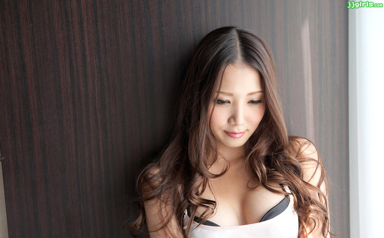 japanese av girls ayaka tomoda sexy photos gallery
