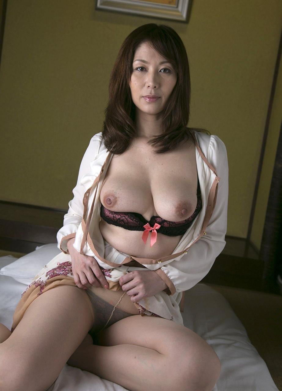 Ghisato Shouda NUDE ... Chisato Shouda ...