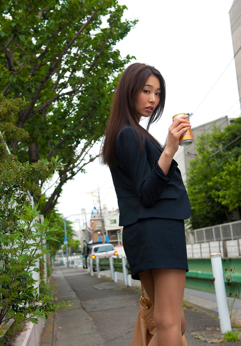 iroha natsume hot model pictures gallery gravure