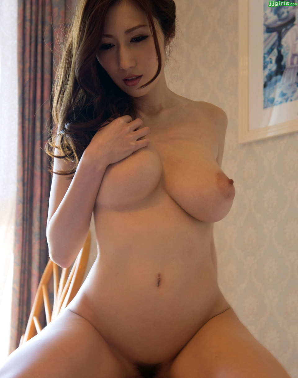 Julia nude japanese