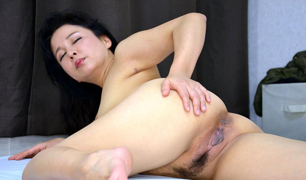Korean milf porn pics