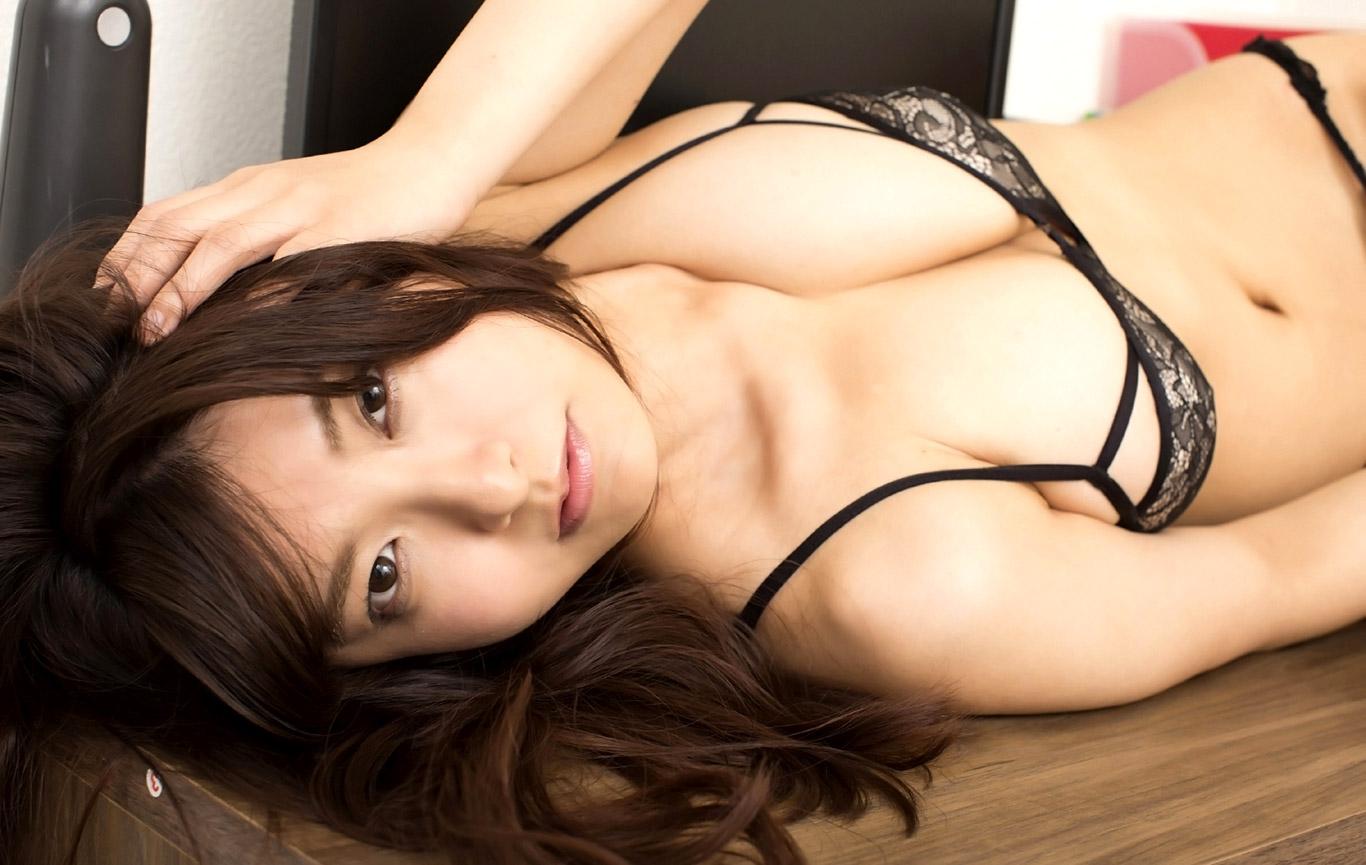 Японку трахает большой член, Худая японка получит огромный член черного парня 12 фотография