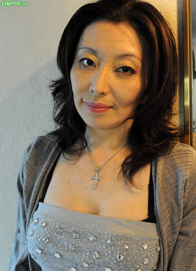 Amateur girlfriend with big tits sucks and fucks boobs