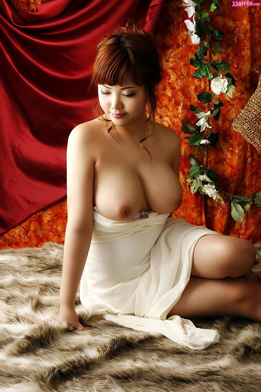 Naked korean girls boobs