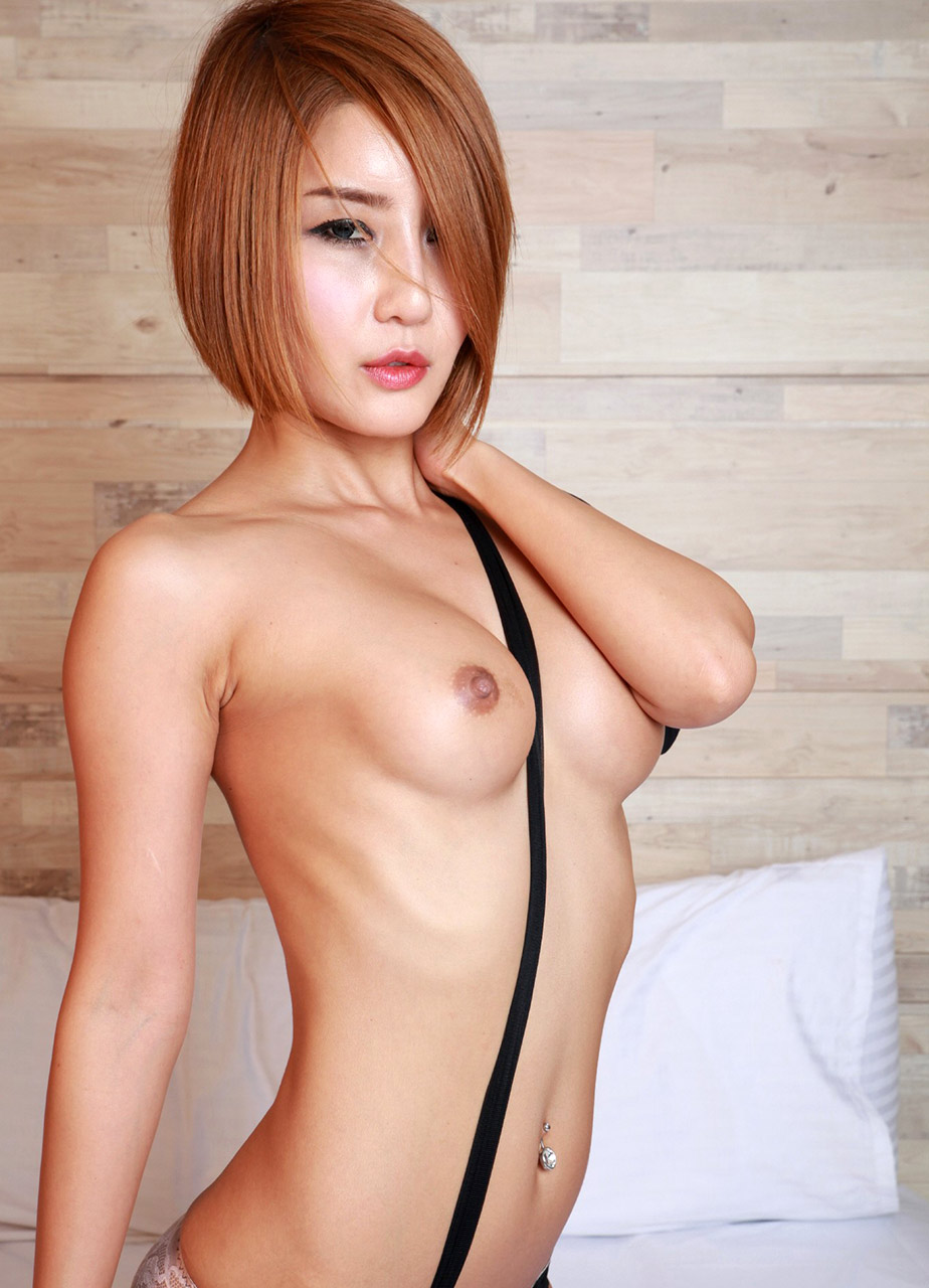 girls biggest naked boobs picture