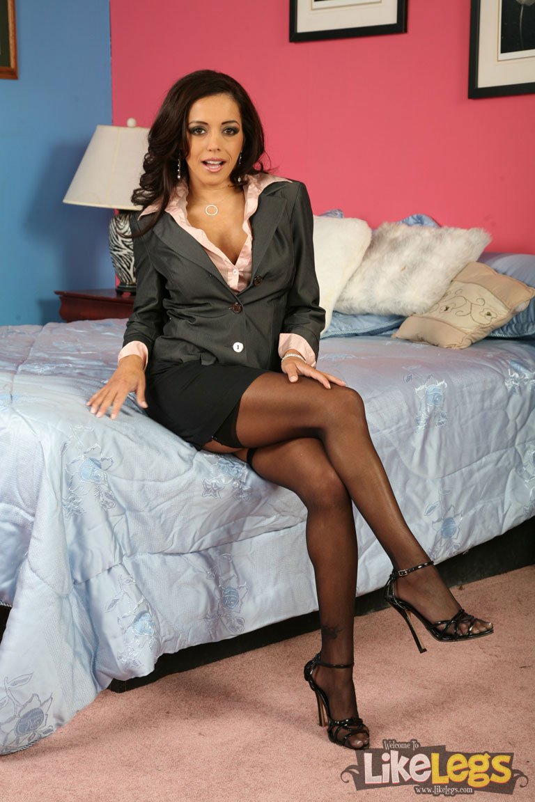 Sexy ebony girls spredding there legs