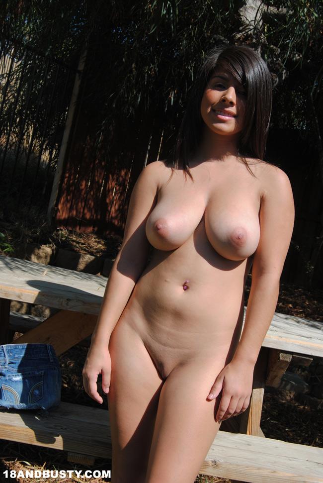 Женщины голые грудастые