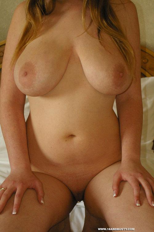18andbusty Busty Kissy Nude Kissy Nude Gallery