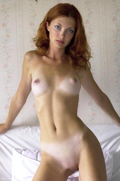 Голые с маленькой грудью частное фото
