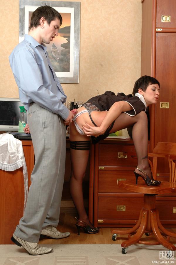 Порно служанка и молодой хозяин