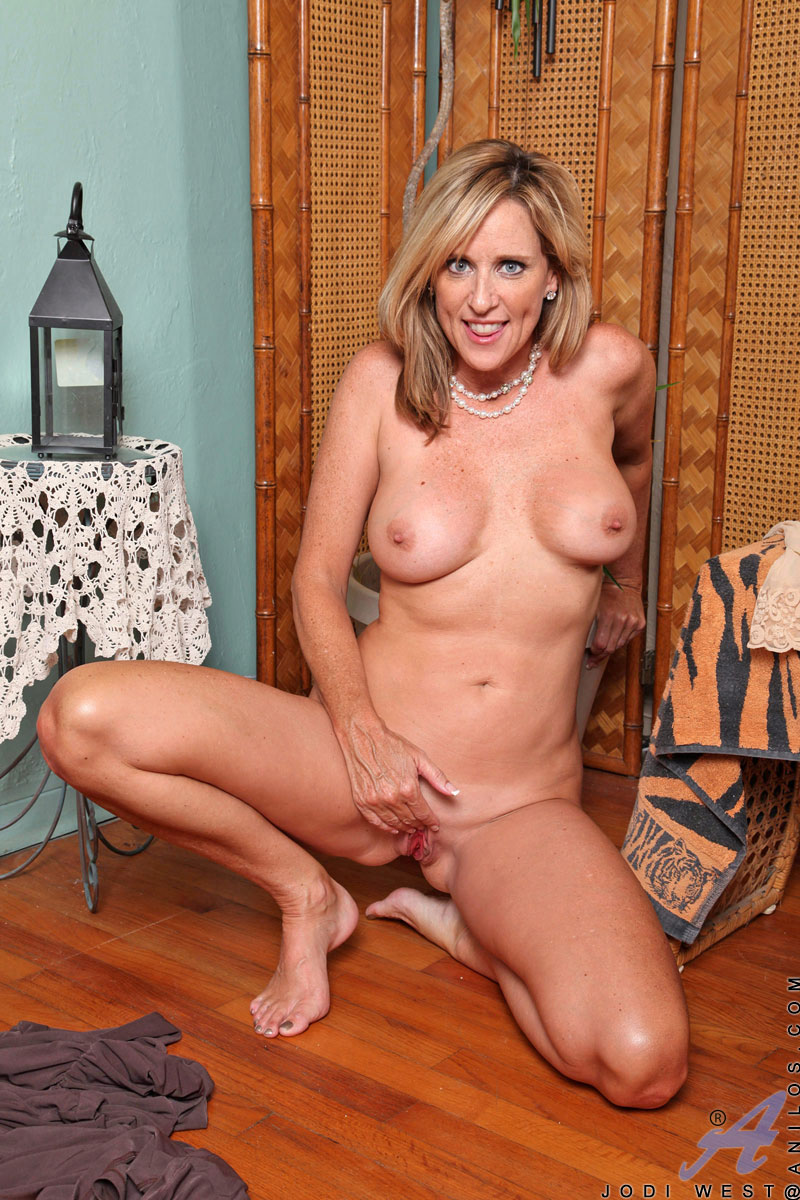 Dirty mature mother fucks her young son039s best friend - 2 part 10