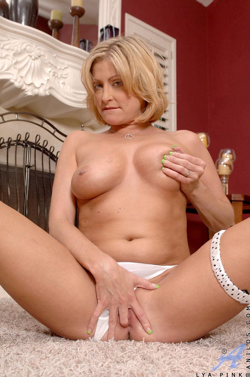 lohan butt naked