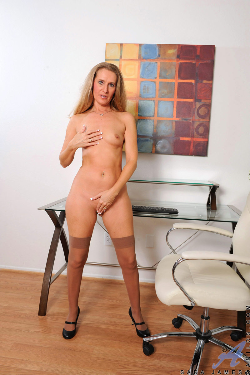 Sexy milf persia monir loves 20 year olds - 1 3