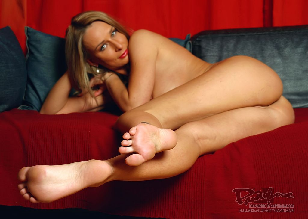 Leggy milf plays with sexy red pantyhose