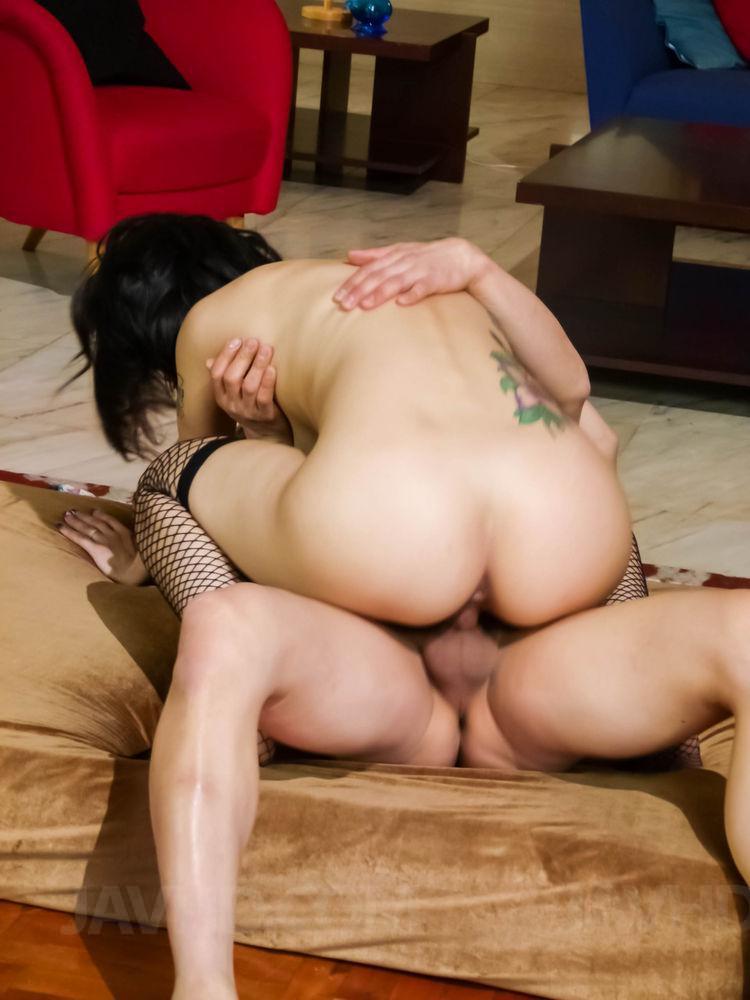 maria ozawa kissing a girl