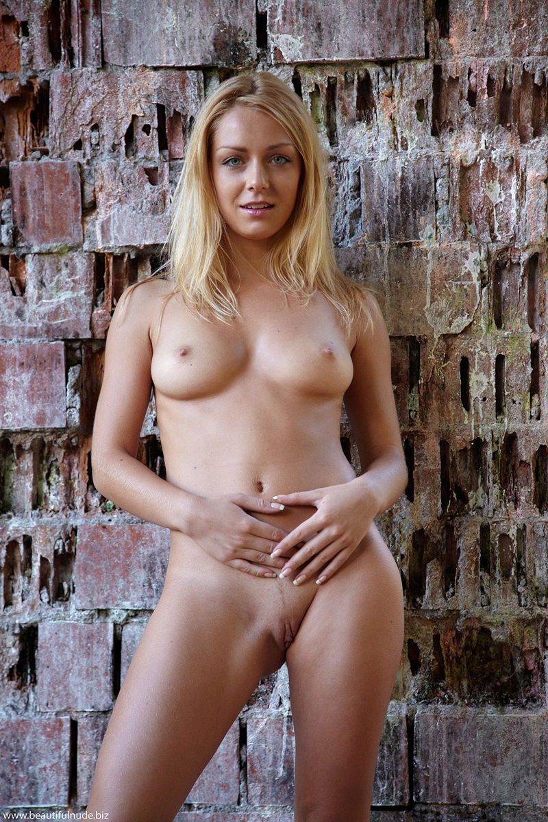 Busty blond toys amp feels herself on cam 2