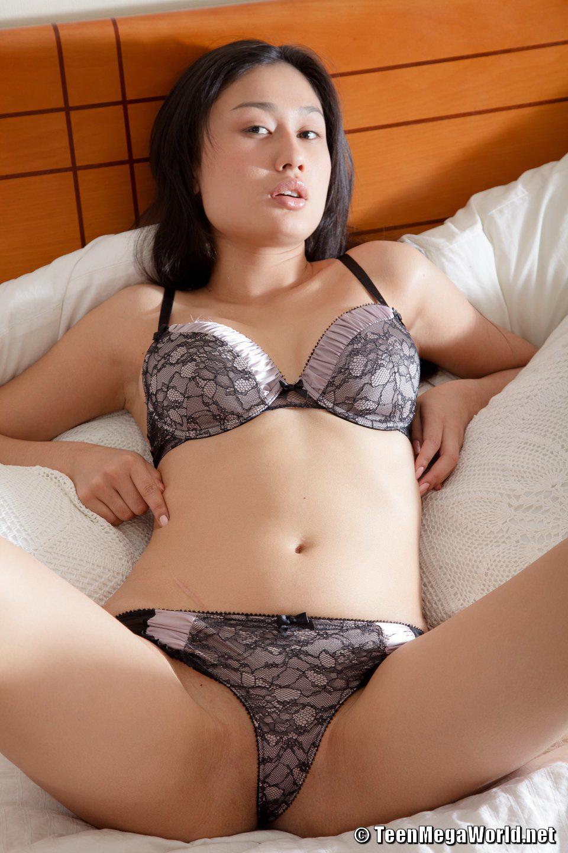 Porn galleries Girl shows tits through blouse