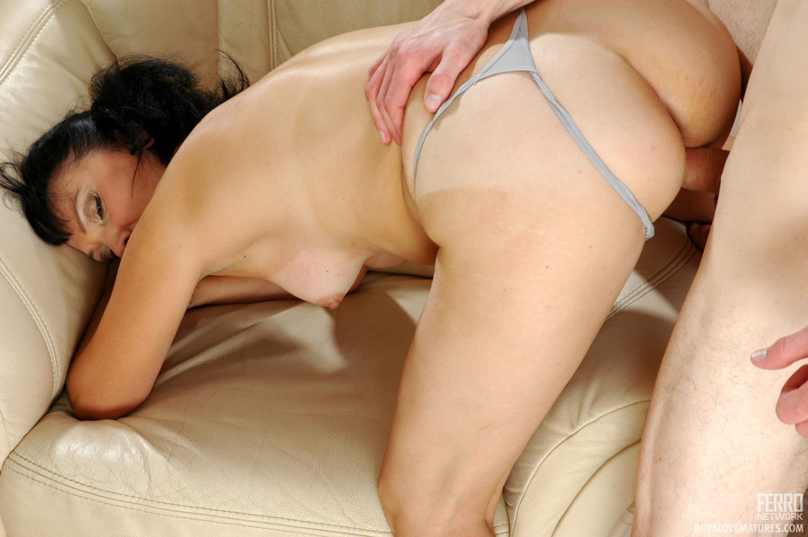 http://www.jjgirls.com/photo/boyslovematures/fhg/boyslovematures/pictures/5144_2/boyslovematures_g5144_042.jpg