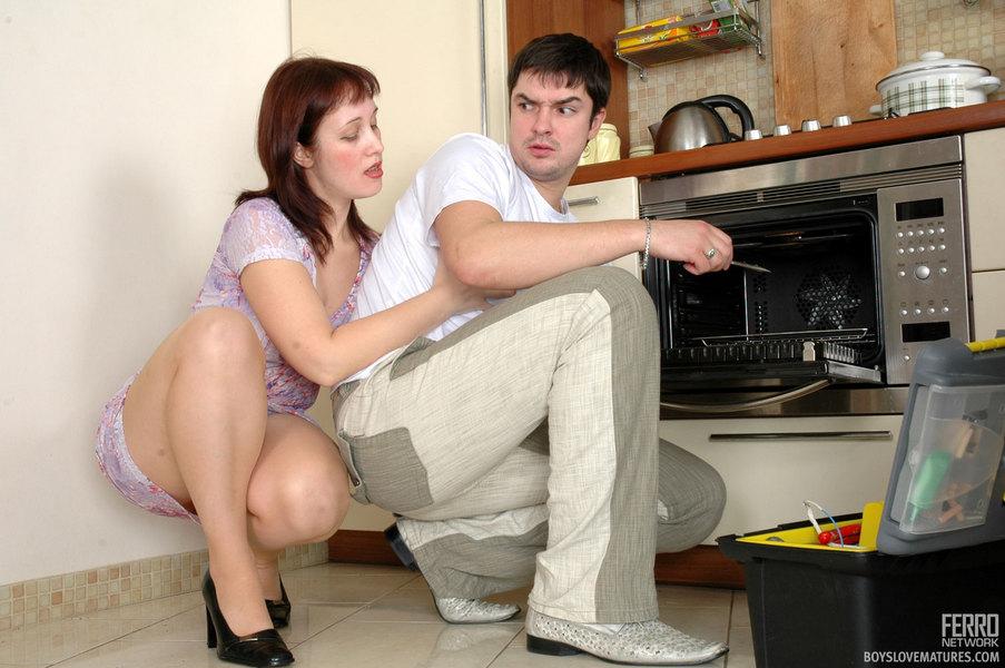 смотреть приставание к другой жене в гостях