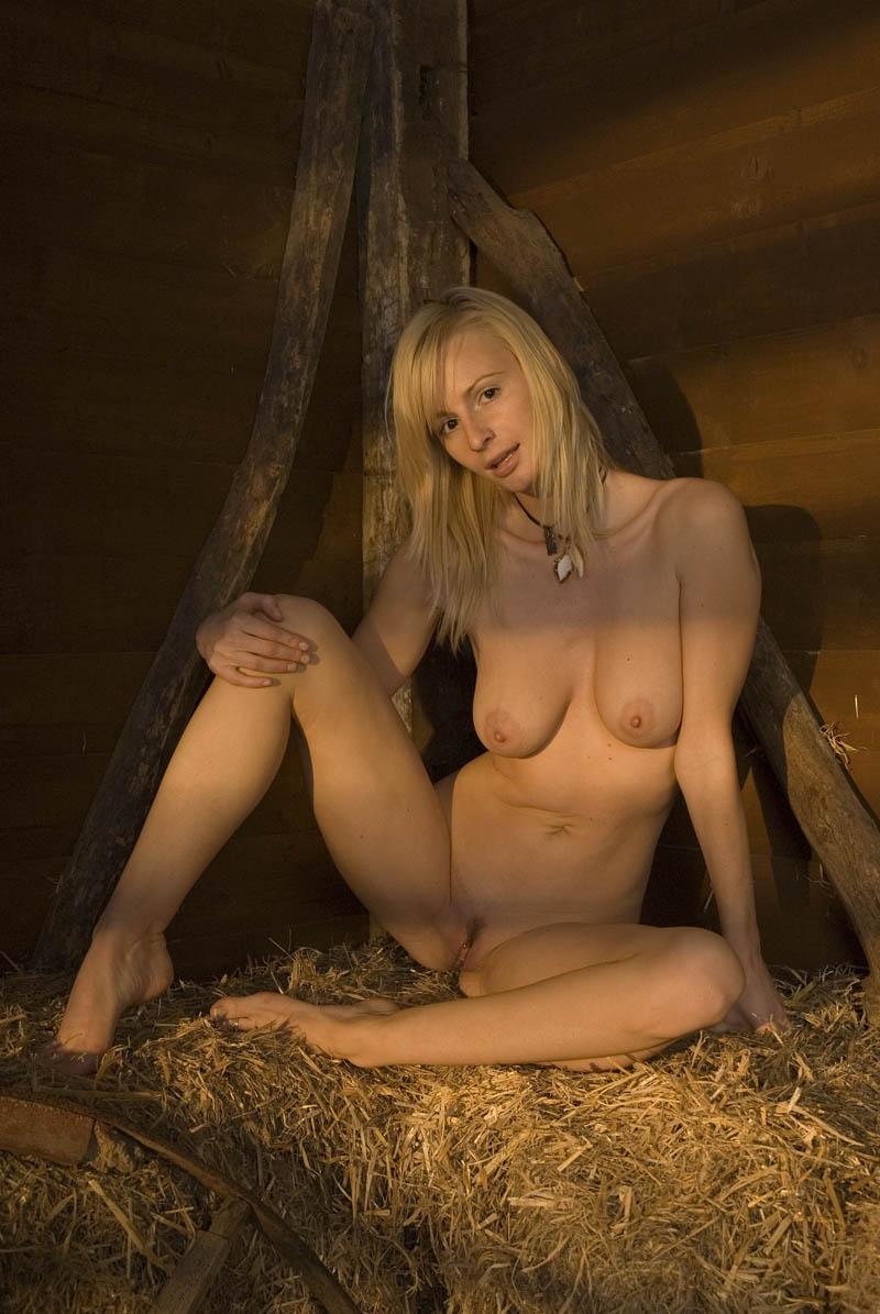 erotiqu escort girl roanne