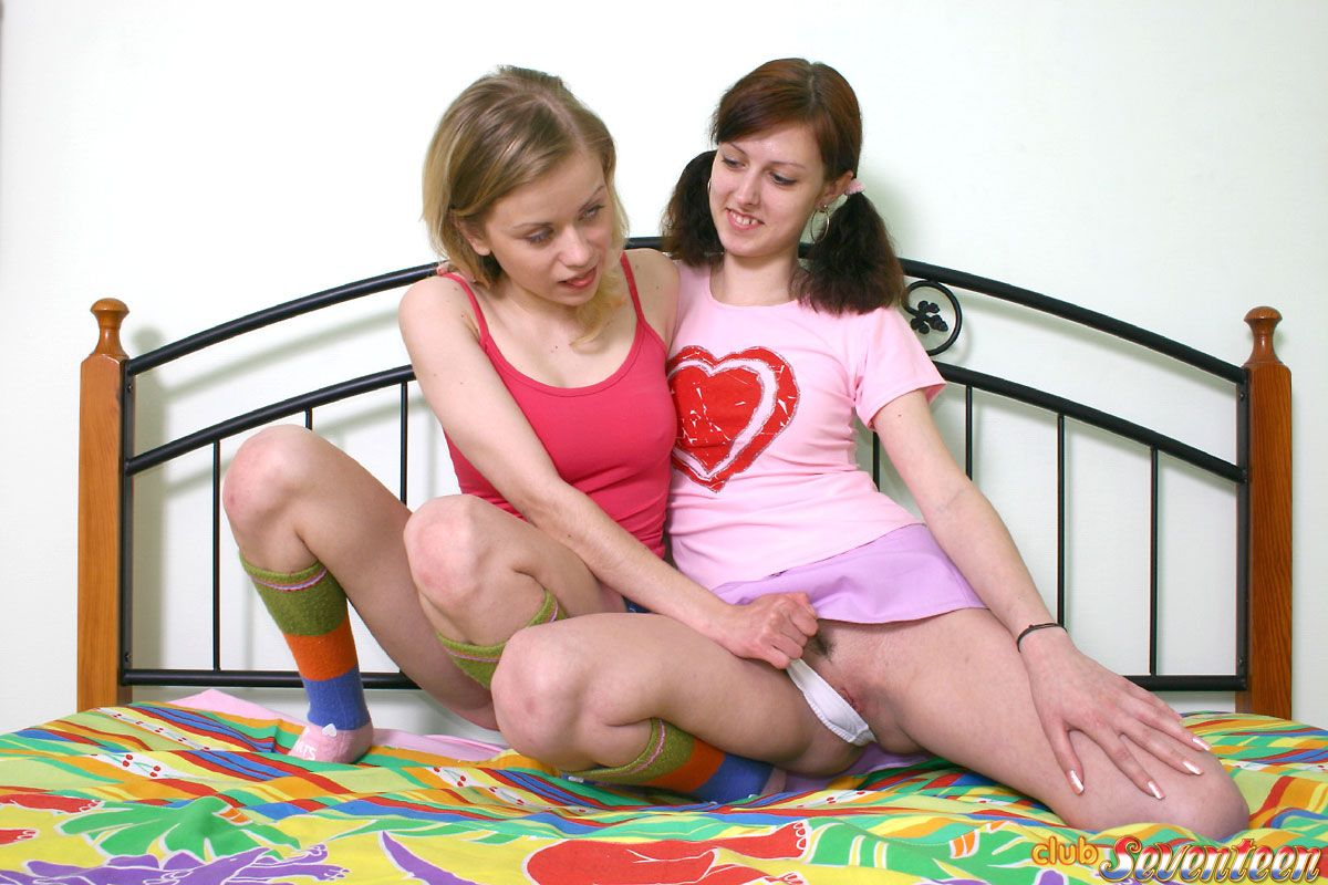 Two cuties play a stripping speed color game 4