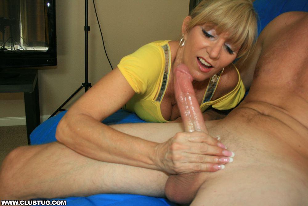 Порно фото бабы дрочат член