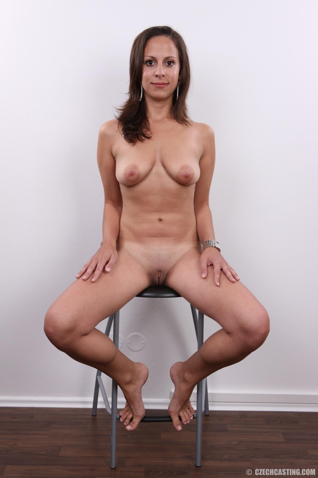 one legged women nude