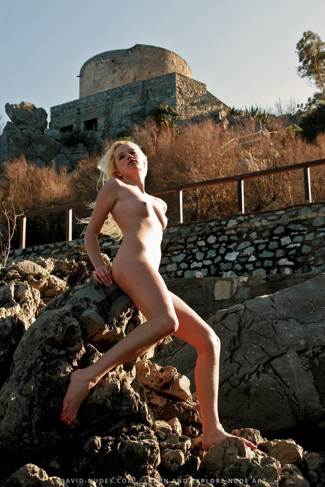 Geile Frau. Nude girls tour castle