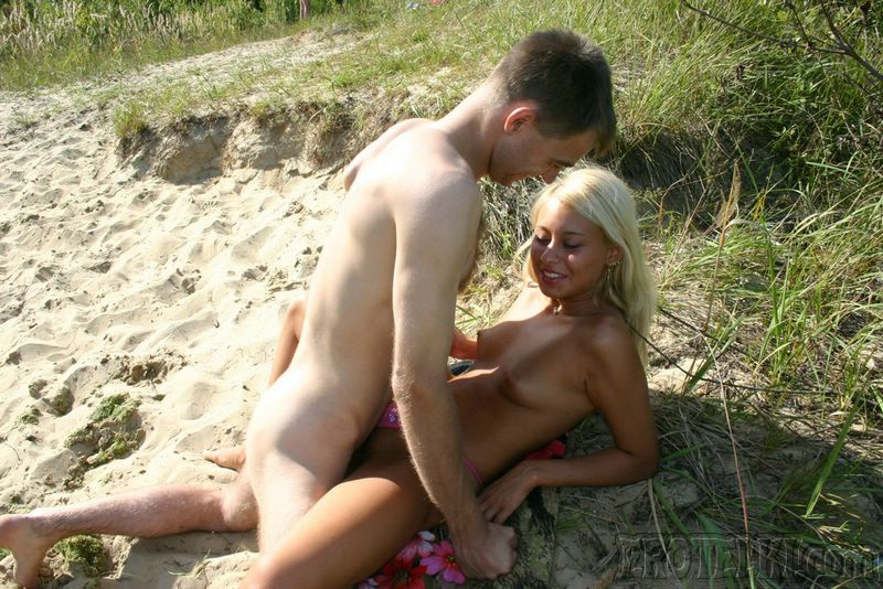 Scandinavian babe gets oral job outdoor and pussy fucked 5