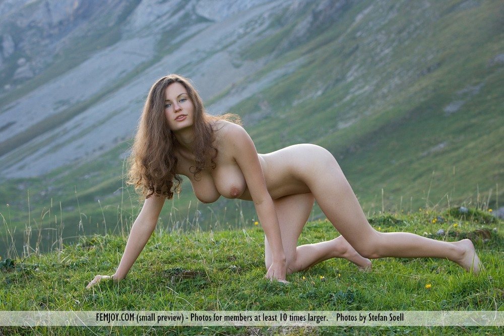 Casual naked mountain girl fucking