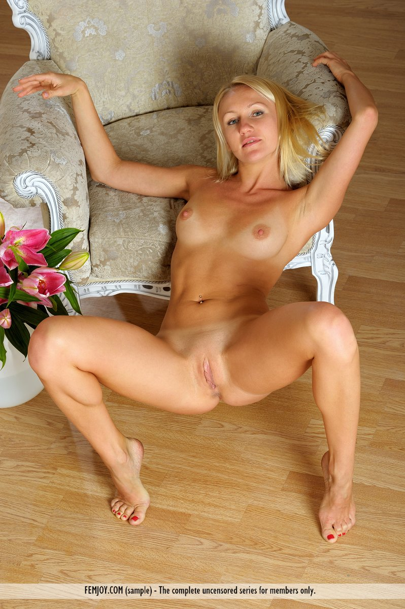 me nude galleries