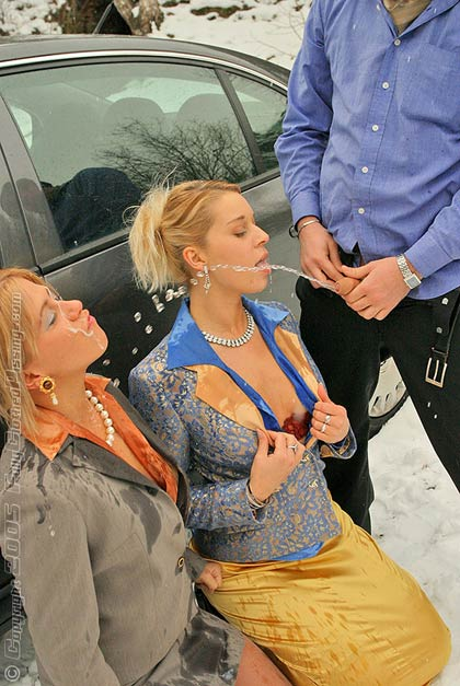 Threesome girls pissing