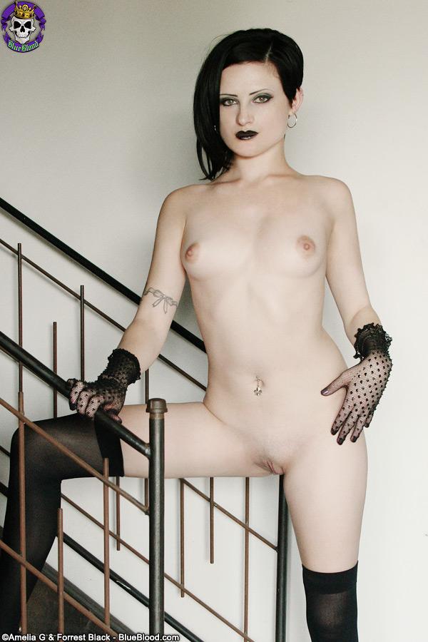 Annika Amour  nackt