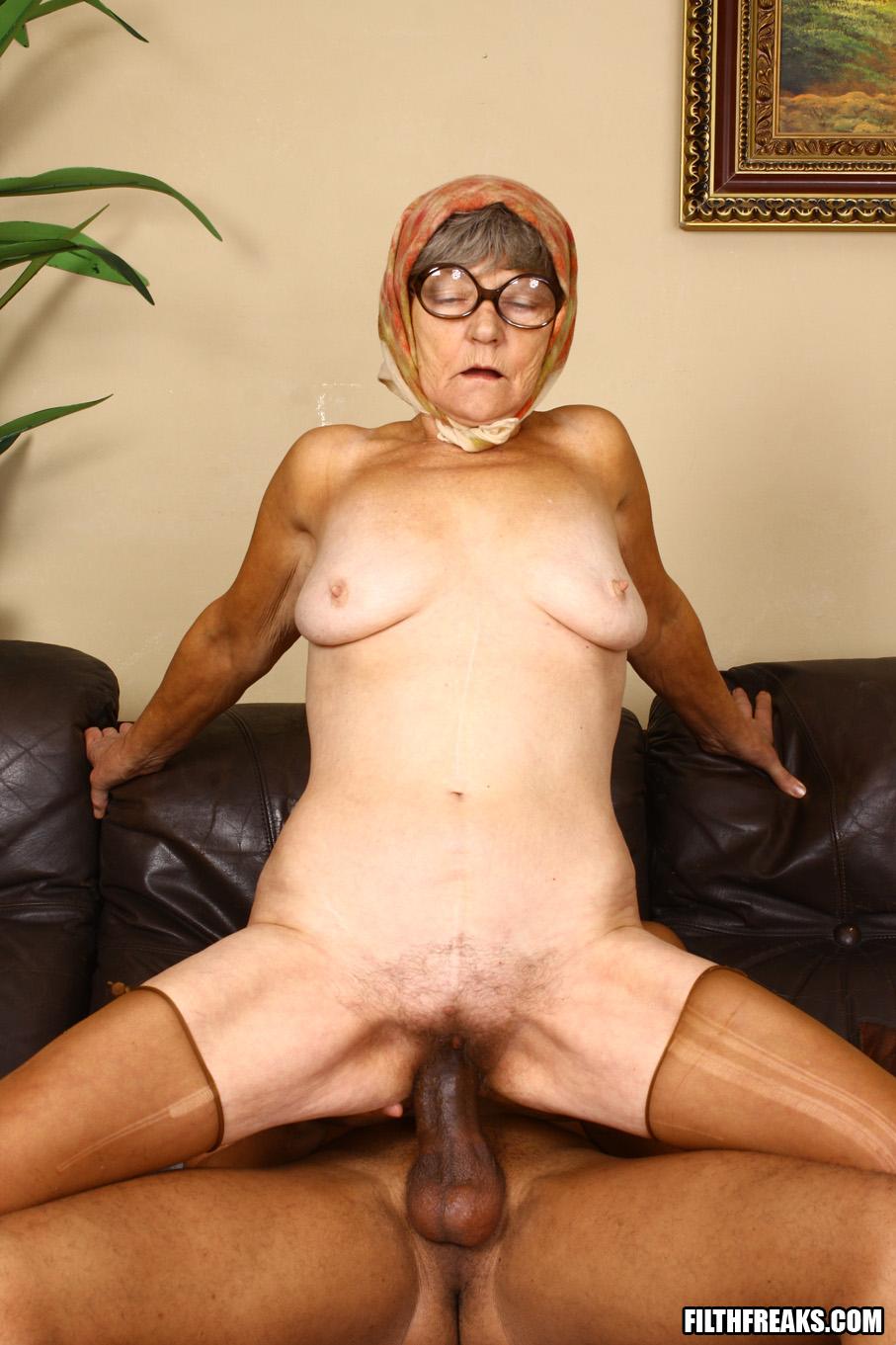 Старая жирная бабка порно