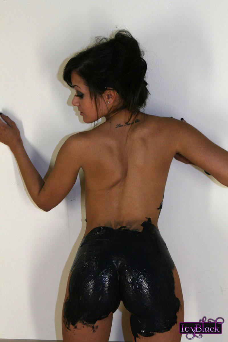 girls having sex to painted black