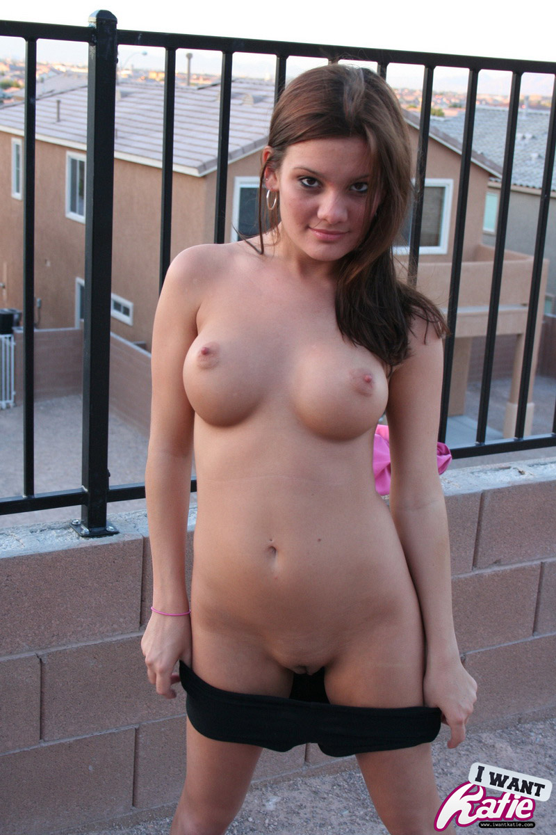 kate-nude-from-neighbours