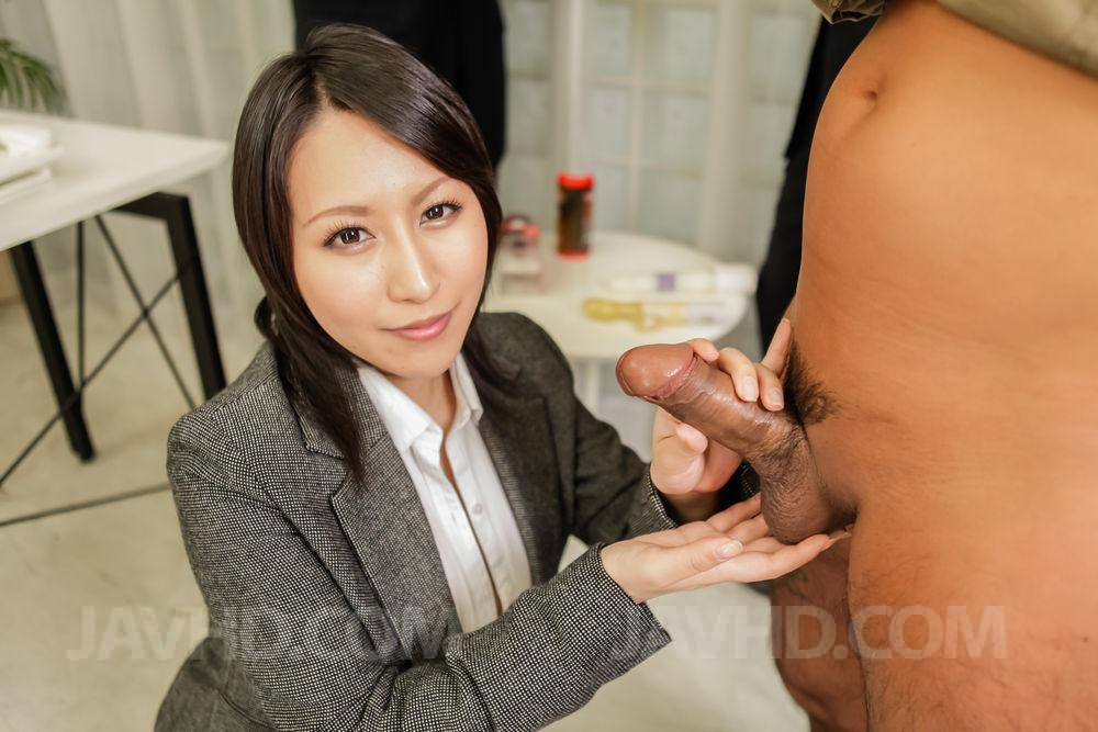 Asian babe rui yazawa toy fucking her hairy pussy - 3 3