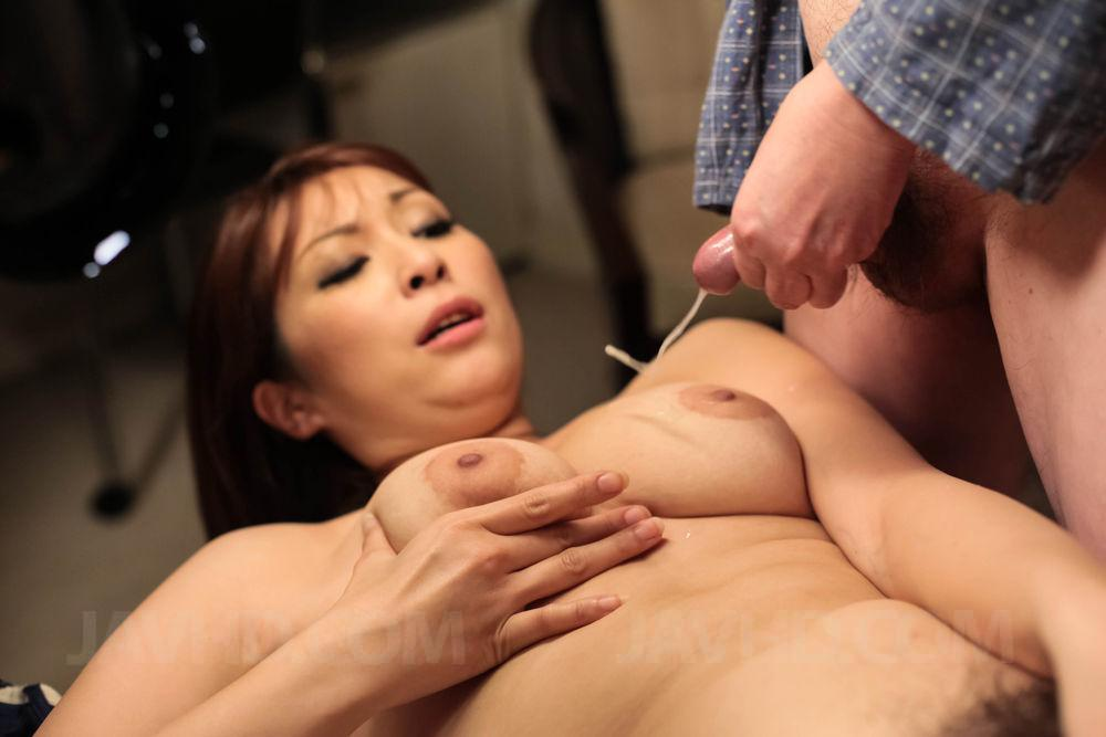 A audience gets horny watching my wife at the abs - 1 10