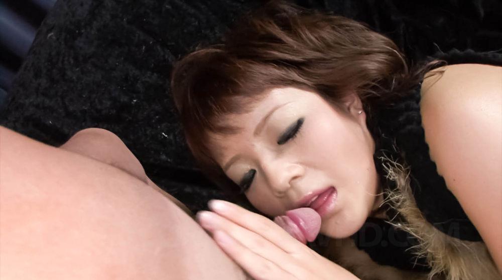 Mizutama Remon plays with her cute