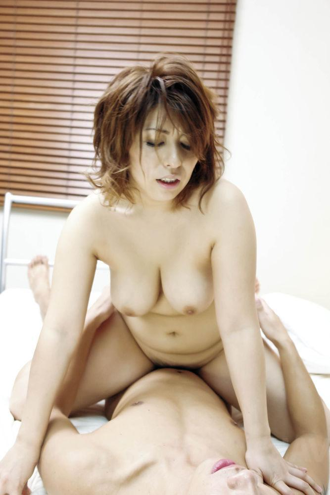 Ayumi kobayashi drips cum out of her pussy after sex 3