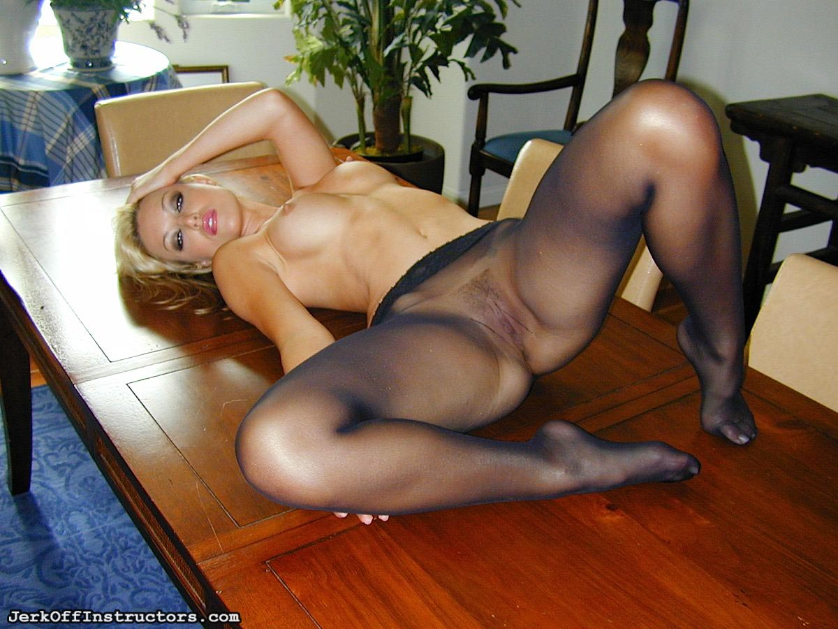girl-peavey-pantyhose-pictures