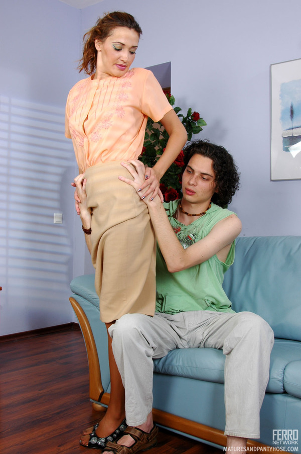 over the knee spank pictures