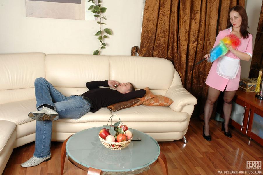 Смотреть как тетя пристает к племяннику с сексом онлайн 7 фотография