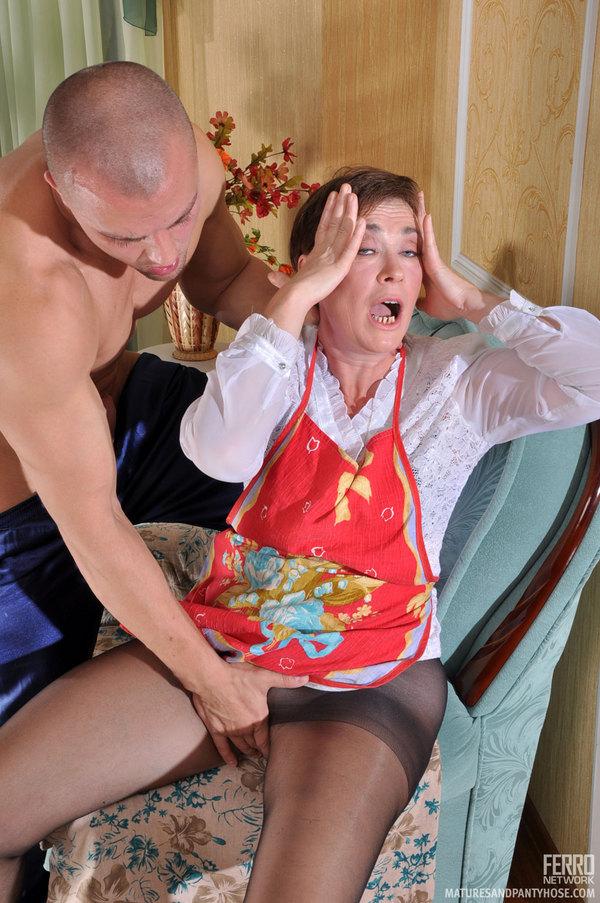 Mature ladies in pantyhose