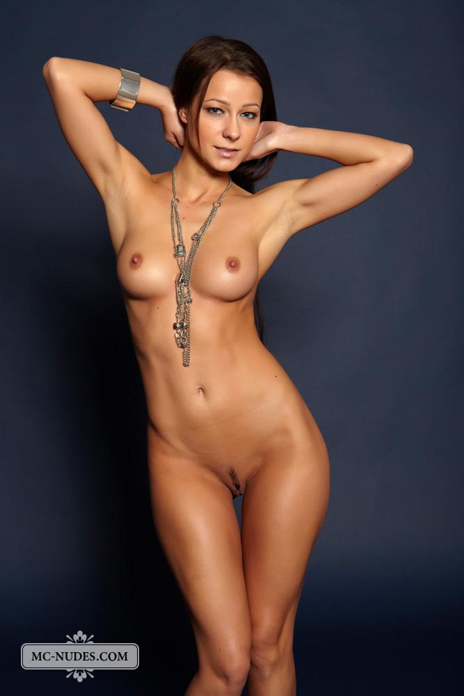 Amature nude girls feet