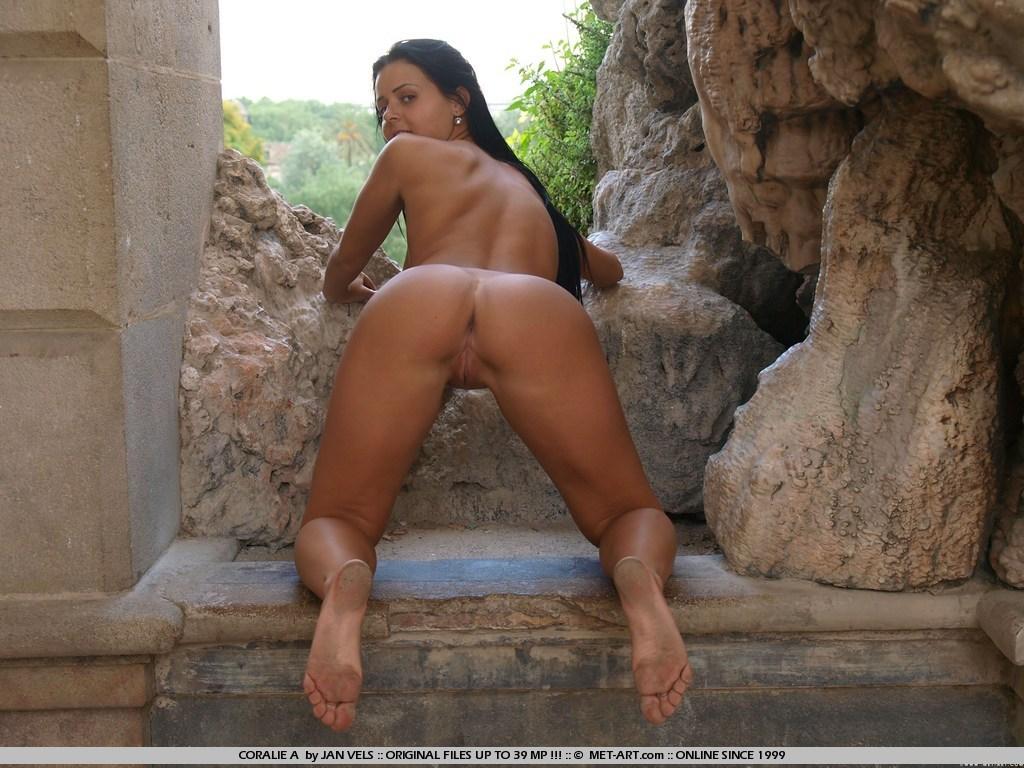 Zeina heart naked in shower